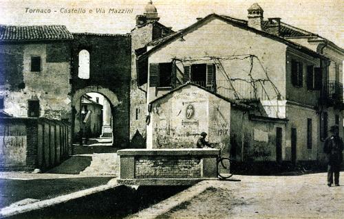 Tornaco, resti del castello e via Mazzini, CC BY-SA