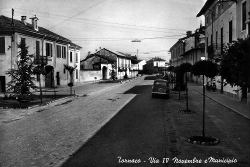 Tornaco, via IV Novembre e municipio, CC BY-SA