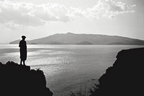 Andreis, Felice, Uomo che guarda, Ansedonia, GR, 1932, Stampa moderna da negativo originale (digitale fine art), CC BY-SA