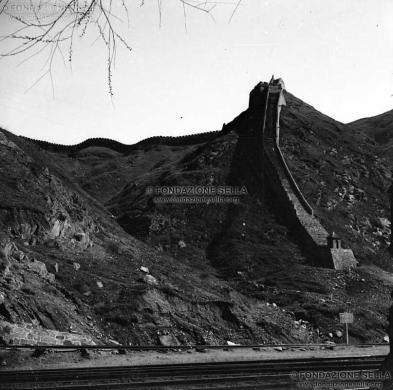 Sella, Venanzio, La Grande Muraglia in Cina, 1925 circa, Lastra di vetro alla gelatina al bromuro d'argento, CC BY-SA