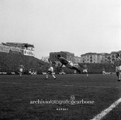 Carbone, Riccardo, Stadio Arturo Collana, partita di calcio Napoli - Juventus, 23/12/1956, gelatina bromuro d'argento / pellicola poliestere, CC BY-SA