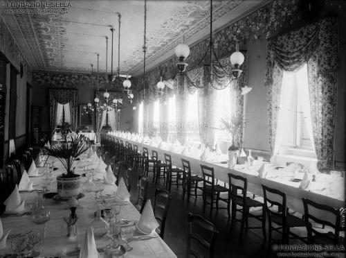 Studio Rossetti, Stabilimento idroterapico di Graglia, sala da pranzo, 1908, Gelatina al bromuro d'argento su lastra, CC BY-SA