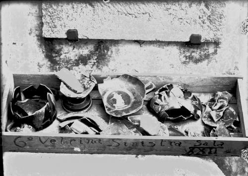 Ancona, Museo Archeologico Nazionale sede ex convento di San Francesco alla Scale materiale recuperato tra le macerie dopo il bombardamento del 1943, post 1943, Foto B/N su lastra di vetro, CC BY-SA