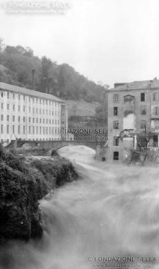 Sella, Gaudenzio, Torrente Cervo a Biella in piena, 1908, Stampa alla gelatina, CC BY-SA