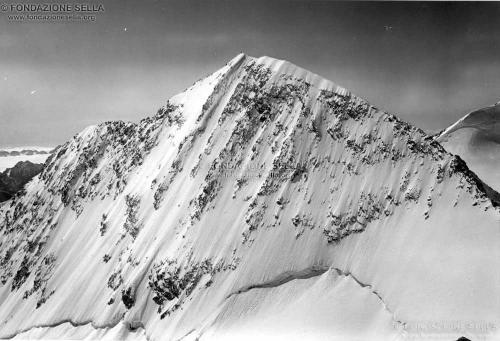 Corti, Alfredo, Pizzo Zupò, 3995 m, verso oriente dalla vetta del monte Bellavista, 09/1913, Gelatina ai sali d'argento su carta, CC BY-SA