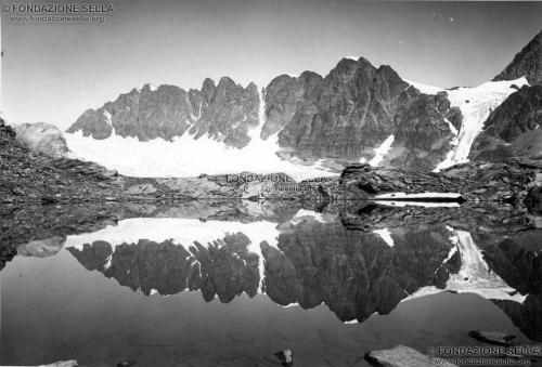 Corti, Alfredo, Il sottogruppo Gluchaint-Sella dal lago delle Forbici, 08/1910, Gelatina ai sali d'argento su carta, CC BY-SA