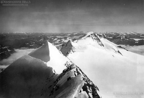 Corti, Alfredo, Le creste del Bellavista e il Pizzo Palù, 3906 m, dalla vetta maggiore del Monte Bellavista, 09/1913, Gelatina ai sali d'argento su carta, CC BY-SA