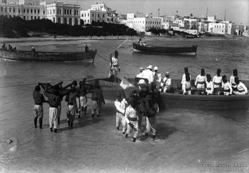 di Savoia, Luigi Amedeo, ...alla dogana di Mogadiscio, 04/1920, Lastra, CC BY-SA