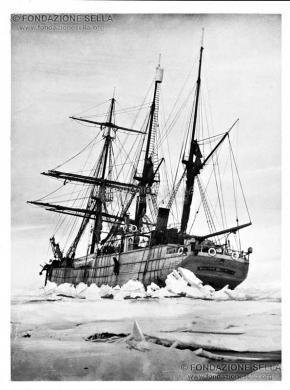 di Savoia, Luigi Amedeo, La Stella Polare subisce la prima pressione nel Canale Britannico, 08/1899, Stampa alla gelatina, CC BY-SA