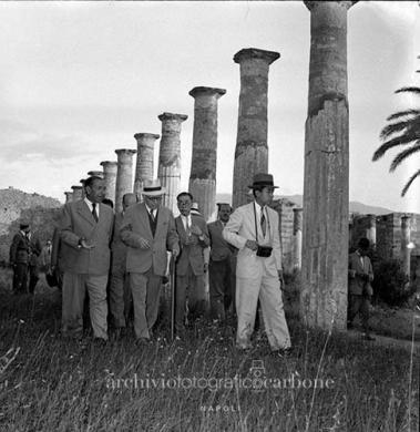 Carbone, Riccardo, Il principe del Giappone Akihito in visita al Parco archeologico di Pompei, 10/07/1953, gelatina bromuro d'argento / pellicola poliestere, CC BY-SA