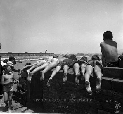 Carbone, Riccardo, Scugnizzi, 10/06/1963, gelatina bromuro d'argento / pellicola poliestere, CC BY-SA