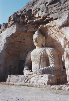 Il Buddha scavato nelle grotte tempio di Yungang in Cina, 1981, CC BY-SA