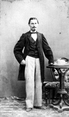 Vittorio Rosa, Il primo fotografo pesarese in un autoritratto, 1861, CC BY-SA