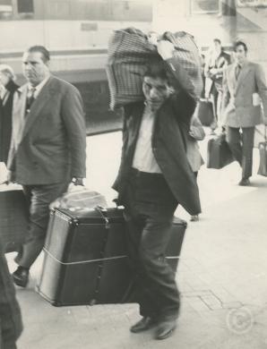 Arrivo immigrati alla stazione, Torino, 1960, CC BY-NC-ND