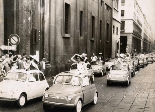 Presentazione della Fiat 500, via Roma, Torino luglio 1957, CC BY-NC-ND