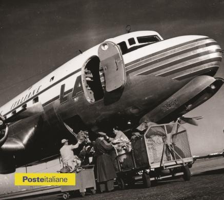 1957, Roma. Imbarco e sbarco della posta aerea all'aeroporto di Ciampino, CC BY-NC-ND