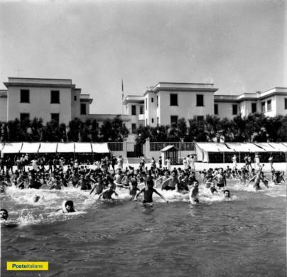 1961, Pesaro. Il sospirato momento del bagno alla colonia estiva di Villa Marina, CC BY-NC-ND
