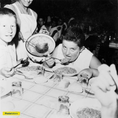 """1961, Pesaro. """"…Alimentazione fresca, abbondante…"""" alla colonia estiva di Villa Marina, secondo le raccomandazioni dell'allora Presidente dell'Istituto Postelegrafonici, CC BY-NC-ND"""