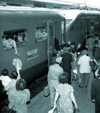 Fototeca Centrale FS, Treno Accelerato Roma-Mandela in partenza da Roma Termini, 1955, CC BY-NC-ND