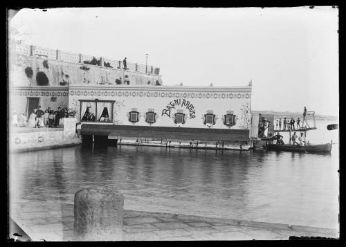 Anonimo, Siracusa - Villini Foro Italico - Porto Grande - Bagni Aretusa, 1900 circa, Lastra vetro cm 9 x 12 gelatina bromuro d'argento - negativo, CC BY-SA
