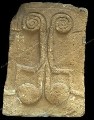 Museo Archeologico Regionale Paolo Orsi di Siracusa, Portello tombale, da Necropoli di Castelluccio, Bronzo antico XXII-XV sec. a.C., Fotografia d'interni, CC BY-NC-ND
