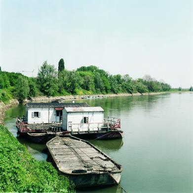 Giovanni Zaffagnini, Imbarcazioni sul Po, ante 2008, fotografia digitale, CC BY-NC-SA