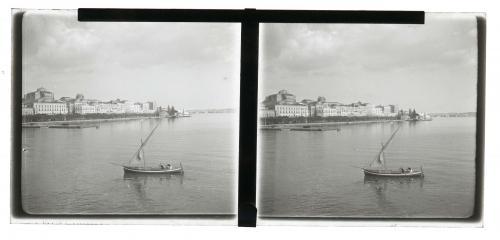 Anonimo, Siracusa - veduta di Ortigia e del Porto Grande, 1930 circa, Stereoscopia - diapositiva su vetro, CC BY-SA