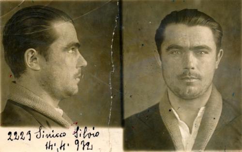 Foto segnaletica di Silvio Sinicco, originario di Grions di Povoletto, classe 1904, sorvegliato per anni dal regime fascista in quanto identificato come comunista, 14/04/1932, gelatina ai sali d'argento/carta, CC BY-NC