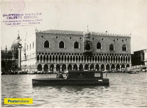 Fine anni Trenta, Venezia. Motoscafo delle Regie Poste nel bacino di San Marco, CC BY-NC-ND