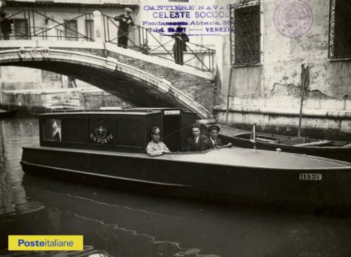 Fine anni Trenta, Venezia. La linea affusolata ed elegante delle imbarcazioni delle Regie Poste, CC BY-NC-ND