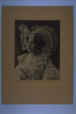 Luigi Montabone, Genova, Annetta Perretti, artista d'operette, 1908 circa, gelatina a sviluppo ; 212x160 mm, CC BY-NC-SA