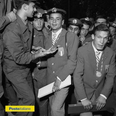 1960, Roma. Medaglia d'oro e medaglia d'argento alle XVII Olimpiadi per i due fattorini pugili Francesco Musso e Carmelo Bossi, CC BY-NC-ND