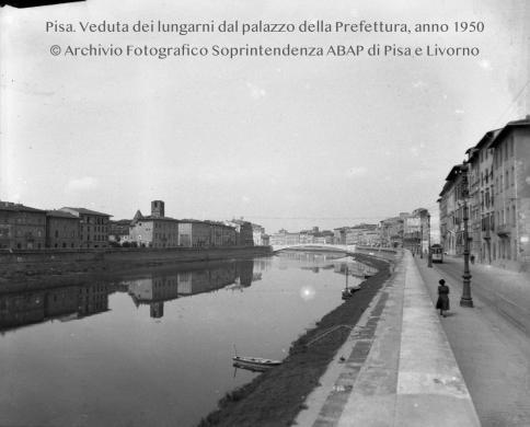 anonimo, Veduta del lungarno dal Palazzo della Prefettura, 08/09/1950, CC BY-NC-SA