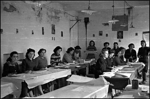 Giovanni Valbonesi, Operaie del Premiato Stabilimenti Tipografico dei Comuni, 1951, CC BY-NC-ND